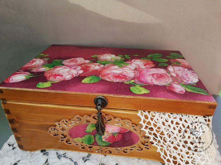 Kufer w angielskie róże